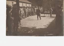 MILITARIA - FAULX  -54 - Rassemblement Dans La Cour Du Château - Personnages