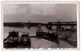 EUROPE BOSNIA BRČKO BOATS ON THE RIVER AND THE BRIDGE OLD POSTCARD - Bosnia And Herzegovina