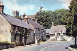"Beatiful  Post Card    ""    GODSHILL VILLAGE AND CHURCH,  ISLE OF WIGHT     "" - Angleterre"