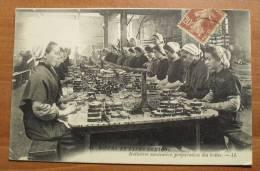 France - Bretagne - 64 - Industrie Sardinière - L.L. Vers 1900, Animée - Pêche