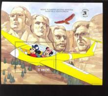 MINT NEVER HINGED SOUVENIR SHEET OF DISNEY ; MOUNT RUSHMORE ;   #  523-2   (  ST.VINCENT   1265 - Disney