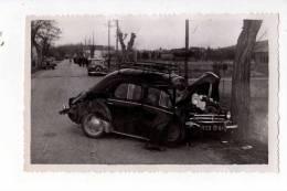 AUTOMOBILES . PHOTO ACCIDENT DE VOITURE VERS LAMBESC , 1955 - Automobiles