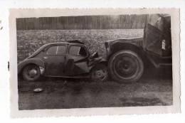 AUTOMOBILES . PHOTO ACCIDENT DE VOITURE ET CAMION VERS CHATEAURENARD , 1955 - Automobiles