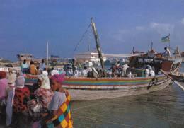 DJIBOUTI ( BOUTRES A L´ ESCALE BATEAU DE PECHE PORT )  TRES BON ETAT  ! ! ! - Djibouti