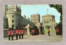 32993     Regno  Unito,    Changing  Of  The  Guard  -   Windsor   Castle,  NV(scritta) - Windsor Castle