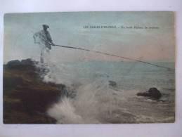 85 - AL1 -  LES SABLES D´OLONNE - UN HARDI PECHEUR DE LOUBINES - COLORISEE - Sables D'Olonne