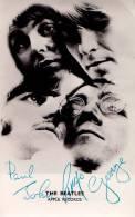 THE BEATLES Avec AUTOGRAPHES [ ORIGINAUX Ou FACSIMILÉS ??? ] - CARTE-PHOTO / PHOTOMONTAGE : APPLE RECORDS (m-752) - Musique Et Musiciens