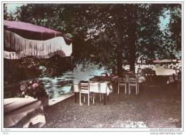 CPSM  -    CHATEAUNEUF  Les  BAINS  (63)   La Terrasse De La  Restauration - France