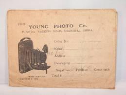 Pochette Young Photo Shangai China. Contenant 1 Négatif Representant 1 Pagode. - Photographie