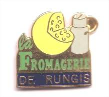 HH102 Pin´s Fromage Cheese La Fromagerie De Rungis Emmental Bidon Lait Qualité Egf Achat Immediat - Food
