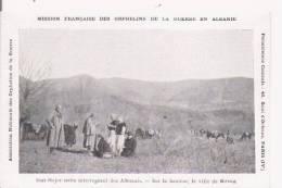 ETAT MAJOR SERBE INTERROGEANT DES ALBANAIS . SUR LA HAUTEUR LA VILLE DE KROIA - Albania