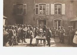 MILITARIA - FAULX -  54 -  Rassemblement Dans La Cour Du Château - Personnages