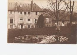 MILITARIA -  FAULX - 54 - Militaire Devant Le Bassin Du Château - Personnages