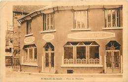 Indre : Oct12c 30 : Saint-Benoît-du-Sault  -  Place De L'Enchère - France