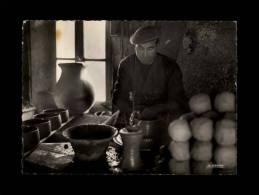 06 - VALLAURIS - Atelier De Poterie - Un Tourneur Au Travail - 1893 Bis - Vallauris
