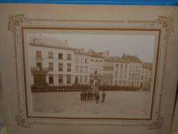 PHOTO DE GROUPE, PARADE AVANT 1900, Dim: 163x225, Photographe: P. LOOZEM. (PH17) - Guerre, Militaire