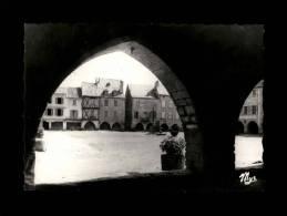 12 - SAUVETERRE - La Place Et Les Arcades - Bastide Royale - 4 - Autres Communes