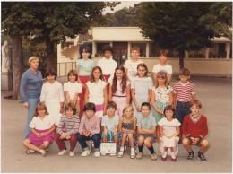 PHOTO DE CLASSE  38 VIENNE école Saint Charles  Classe De CM1 1982- 1983  - B2 - Photographs