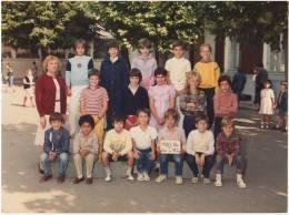 PHOTO DE CLASSE  38 VIENNE école St Charles Classe De CM1 1983- 1984 - B2 - Photographs