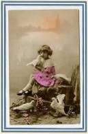 CPA *** Jolie Carte De  Jeune Fille *** Belle Carte . - Zonder Classificatie