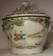 Chine Fin 18e Siècle, Boite Couverte En Porcelaine Décor Européen - Other
