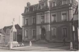 CONTY, Le Monument (aux Morts) Et La Mairie - Conty