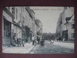 CPA  71 VERDUN SUR LE DOUBS Rue De La République 1908 TOP ANIMEE & COMMERCES - Otros Municipios