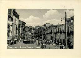 MAZZARINO (CL) PIAZZA VITTORIO VENETO ANIMATA 1960 - Caltanissetta