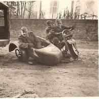 WW2 PHOTO ORIGINALE SOLDAT ALLEMAND Humour Détente à VERVINS AISNE 02 PICARDIE (non Annotée) - 1939-45