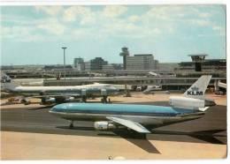TRANSPORT AERODROME AMSTERDAM DC-10 AND BOEING 747 HOLLAND BIG CARD OLD POSTCARD 1975. - Aerodrome