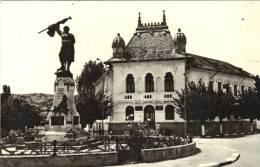 Postcard,  Romania, URLATI, Monument, Flag - Roemenië