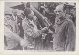 Aviation. Berlin. Sur Le Terrain De Kottbus, Chamberlin Et Lévine Examinent Leur Hélice Brisée. Photo. (18 X 13 Cm) - Aviateurs