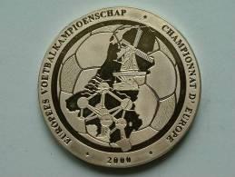 EUROPEES VOETBALKAMPIOENSCHAP NEDERLAND / BELGIQUE E.K. 2000 Champ.... / Zilverkleurige PENNING ( Details Zie Foto´s) !! - Tokens & Medals