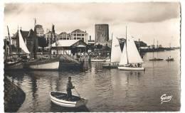 CABOURG - DIVES : Le Port (vue Sur Usine) - Cabourg