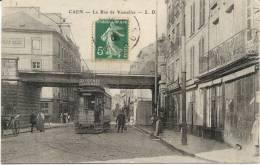 Cpa Caen 14 Calvados La Rue De Vaucelles Tramway - Caen