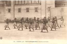 VANNES - POMPIERS - FIRE BRIGADE GIRLS Exercice à L'intérieur HALLE Aux GRAINS (1908) - VENTE DIRECTE X - Vannes