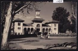 Antsirabé La Gare, Car Et Pousse-pousses Sur La Place - Vers 1957 (-431) - Madagascar