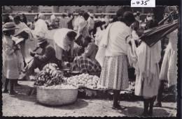 Antsirabé : Le Marché Aux Fruits - Vers 1957 (plis Au C. Dt En Ht : Scan) (-435) - Madagascar