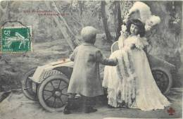 UNE PROMENADE EN AUTOMOBILE VIEILLE AUTO AVEC ENFANTS - Cartes Postales