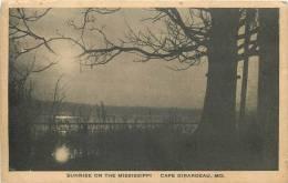 CAPE GIRARDEAU SUNRISE ON THE MISSISSIPPI - Etats-Unis