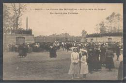 75 - PARIS 1 - La Course Des Midinettes - Le Contrôle De Départ - Au Jardin Des Tuileries - Précurseur - CM 1 - Arrondissement: 01