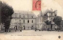 18 Vierzon, L(hotel De Ville Et La Caisse D´épargne - Vierzon