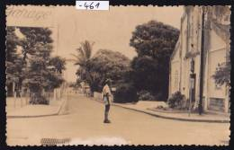 Madagascar - Mananjary, Garage, église Et Policier à La Circulation : 1957; Tache Blanche En Bas : Scan Recto(-461) - Madagascar