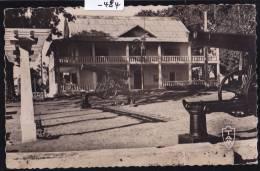 Madagascar - Nossi-Bé : La Mairie Derrière Les Canons (1957) (-484) - Madagascar