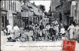 45 - BRIARE - L´ ARRIVAGE DU LAIT PAR VOITURES A CHIENS - Briare