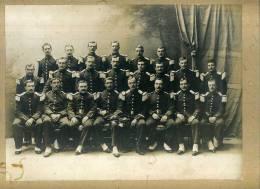 - PHOTO DE GROUPE EN UNIFORMES . SERENI BORDEAUX . COLLEE SUR CARTON - Krieg, Militär