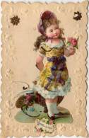 CPA Gaufrée Rehaussée Or Avec Ajoutis Papier Enfant Et Fleurs - Pensez A Moi (49699) - Autres