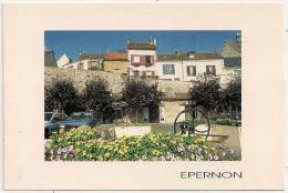 PM 30 - EPERNON - Le Centre Du Bourg Et Ses Maisons Pittoresques - Circulée 2000 - Scan Recto-verso - Francia