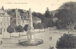 CARTE POSTALE       PLACE LA REPUBLIQUE - Vesoul