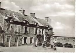 CPSM COSQUEVILLE (Manche) - La Communauté Saint Joseph : Au Fond La Colonie De Vacances - Autres Communes
